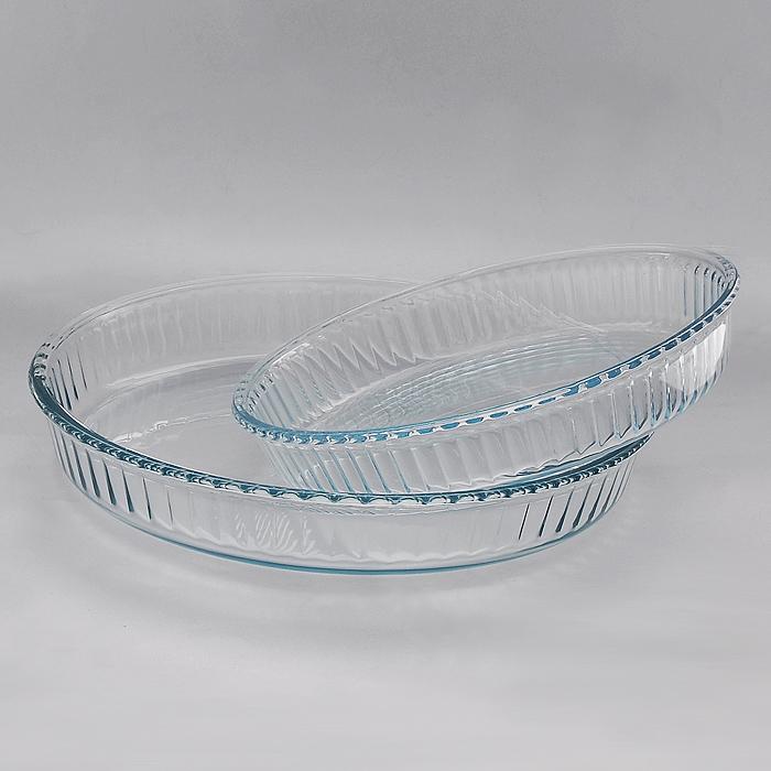 Набор форм для запекания BorCam для СВЧ, 2 шт115510Набор Borcam состоящий из двух круглых форм для СВЧ, изготовленных из термостойкого стекла, будет отличным выбором для всех любителей блюд, приготовленных в духовке, микроволновой печи. Форма не вступает в реакцию с готовящейся пищей, а потому не выделяет никаких вредных веществ, не подвергается воздействию кислот и солей. Из-за невысокой теплопроводности пища в стеклянной посуде гораздо медленнее остывает. Стеклянная посуда очень удобна для приготовления и подачи самых разнообразных блюд: супов, вторых блюд, десертов. Благодаря прозрачности стекла, за едой можно наблюдать при ее готовке, еду можно видеть при подаче, хранении. Используя эту форму, вы можете как приготовить пищу, так и изящно подать ее к столу, не меняя посуды. Форма может быть использована в духовках, микроволновых печах и морозильных камерах (выдерживает температуру от - 30°C до 300°C).Можно мыть и сушить в посудомоечной машине. Характеристики:Материал: стекло. Диаметр формы 2,6 л: 32 см. Высота стенки формы 2,6 л: 5 см. Диаметр формы 1,6 л: 26 см. Высота стенки формы 1,6 л: 4,5 см. Комплектация: 2 шт. Производитель: Турция. Артикул: 159022.