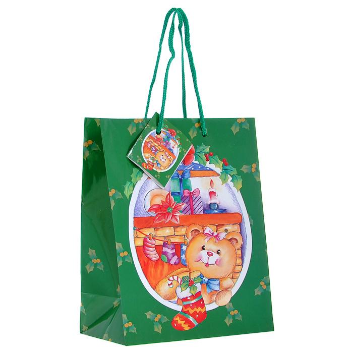 Пакет подарочный Мишка, 17,5 х 10 х 22,5 см Ф21-1428C0038550Бумажный подарочный пакет Мишка зеленого цвета станет незаменимым дополнением к выбранному подарку. Пакет выполнен с глянцевой ламинацией, что придает ему прочность, а изображению - яркость и насыщенность цветов. Для удобной переноски на пакете имеются две ручки из шнурков.Подарок, преподнесенный в оригинальной упаковке, всегда будет самым эффектным и запоминающимся. Окружите близких людей вниманием и заботой, вручив презент в нарядном, праздничном оформлении. Характеристики:Материал: бумага, текстиль. Цвет: зеленый.Размер: 17,5 см х 10 см х 22,5 см. Изготовитель: Китай. Артикул: Ф21-1428.