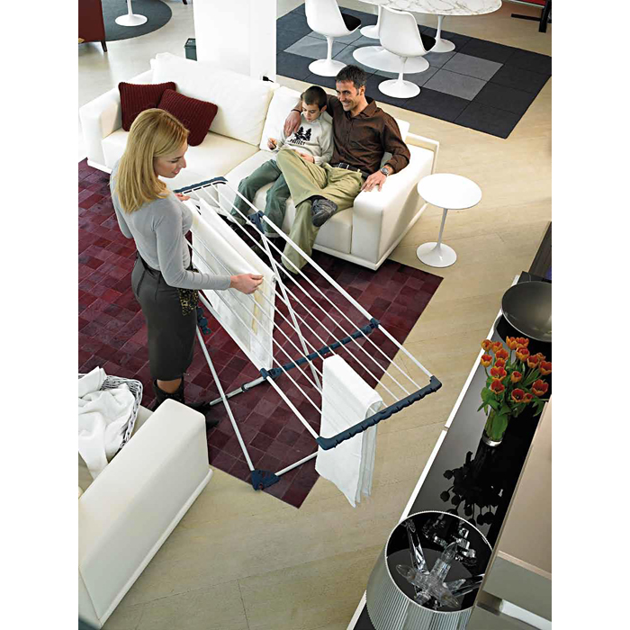 Сушилка напольная Gimi Extention, 180 x 57 x 94 смGC013/00Напольная сушилка для белья Gimi Extention проста и удобна в использовании, компактно складывается, экономя место в вашей квартире. Сушилку можно использовать на балконе или дома. Сушилка оснащена выдвижными створками для сушки одежды во всю длину, а также имеет специальные пластиковые крепления в основе стоек, которые не царапают пол. Характеристики: Материал: сталь, покрытая эпоксидным порошком. Размер сушилки: 180 см х 57 см х 94 см. Размер упаковки: 127 см х 54 см х 6 см.