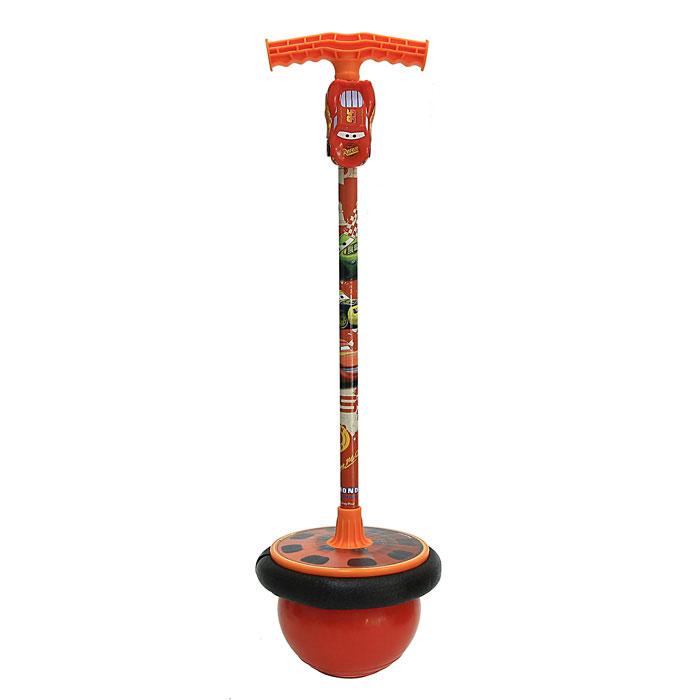 """Мяч-попрыгун """"Cars"""", оснащенный подставкой для ног и удобной ручкой, станет любимой игрушкой Вашего ребенка. Ребенок встает ногами на подставку и обеими руками крепко обхватывает ручку, теперь можно прыгать, пока не надоест! К ручке крепится пластиковая машинка """"Молния Маккуин"""". Этот активный и веселый снаряд тренирует мышцы рук, ног, а также развивает координацию движений."""