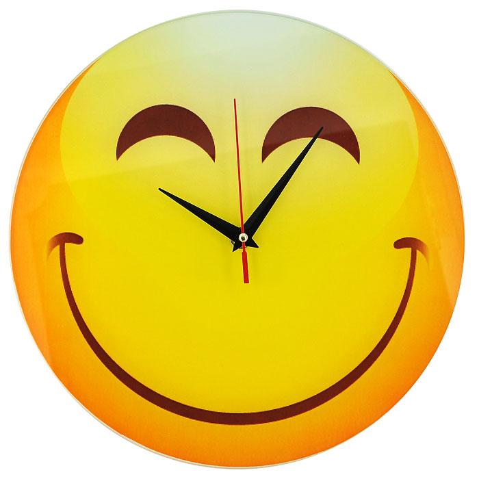 Часы настенные Смайл, кварцевые. 94400300194_сиреневый/грушаНастенные кварцевые часы Смайл своим необычным дизайном подчеркнут стильность и оригинальность интерьера вашего дома. Циферблат часов круглой формы выполнен из стекла и оформлен изображением зажмурившегося смайлика. Часы имеют три стрелки - часовую, минутную и секундную. На задней стенке часов расположена металлическая петелька для подвешивания.Такие часы послужат отличным подарком для ценителя ярких и необычных вещей. Характеристики:Материал: стекло, металл. Диаметр корпуса часов:28 см. Размер упаковки:29,5 см х 29 см х 4,5 см. Артикул:94400. Рекомендуется докупить батарейку типа АА (не входит в комплект).