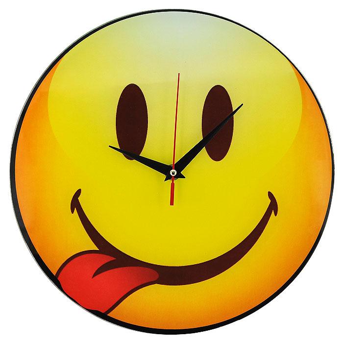 Часы настенные Смайл, кварцевые. 9439667325Настенные кварцевые часы Смайл своим необычным дизайном подчеркнут стильность и оригинальность интерьера вашего дома. Циферблат часов круглой формы выполнен из стекла и оформлен изображением смайлика, показывающего язык. Часы имеют три стрелки - часовую, минутную и секундную. На задней стенке часов расположена металлическая петелька для подвешивания.Такие часы послужат отличным подарком для ценителя ярких и необычных вещей. Характеристики:Материал: стекло, металл. Диаметр корпуса часов:28 см. Размер упаковки:29,5 см х 29 см х 4,5 см. Артикул:94396. Рекомендуется докупить батарейку типа АА (не входит в комплект).