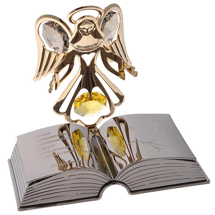 Фигурка декоративная Ангел с книгойU0229-001-CVLДекоративная фигурка Ангел с книгой станет необычным аксессуаром для вашего интерьера и создаст незабываемую атмосферу. Фигурка золотистого ангела на подставке в виде раскрытой книги инкрустирована желтыми и серыми кристаллами. Кристаллы, украшающие фигурку, носят громкое имяSwarovski. Ограненные, как бриллианты, кристаллы блистают сотнями тысяч различных оттенков.Эта очаровательная фигурка послужит отличным функциональным подарком, а также подарит приятные мгновения и окунет вас в лучшие воспоминания.Фигурка упакована в подарочную коробку. Характеристики:Материал: металл (углеродистая сталь, покрытие золотом 0,05 микрон), австрийские кристаллы, стекло. Размер фигурки: 7,3 см х 5,5 см х 6,5 см. Цвет: золотистый, серебристый. Размер упаковки: 9 см х 10 см х 6,5 см. Артикул: 67580. Более чем 30 лет назад компанияCrystocraftвыросла из ведущего производителя в перспективную торговую марку, которая задает тенденцию благодаря безупречному чувству красоты и стиля. Компания создает изящные, качественные, яркие сувениры, декорированные кристалламиSwarovski различных размеров и оттенков, сочетающие в себе превосходное мастерство обработки металлов и самое высокое качество кристаллов. Каждое изделие оформлено в индивидуальной подарочной упаковке, что придает ему завершенный и презентабельный вид.