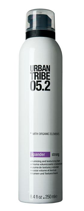 Urban Tribe Пена Xpander для укладки волос и создания объема, сильная фиксация, 250 млMP59.4DПена Urban Tribe Xpander для укладки волос и создания объема сильной фиксации создает максимальный объем и густоту волос. Подходит для укладки феном или рукой, придает волосам форму, блеск и эластичность. Термозащитные и солнцезащитные компоненты предохраняют волосы. Ухаживающие катионные ингредиенты облегчают расчесывание, не утяжеляя и не накапливаясь на волосах. Фиксирующий полимер создает эффект покрытия волос для более длительного сохранения укладки. Протеин овса укрепляет корковый слой волоса. Витамин Е, антиоксидант. Органические, эко-сертифицированные элементыоказывают увлажняющее, ухаживающее и антиоксидантное действие.Характеристики:Объем: 250 мл. Производитель: Италия. Товар сертифицирован.