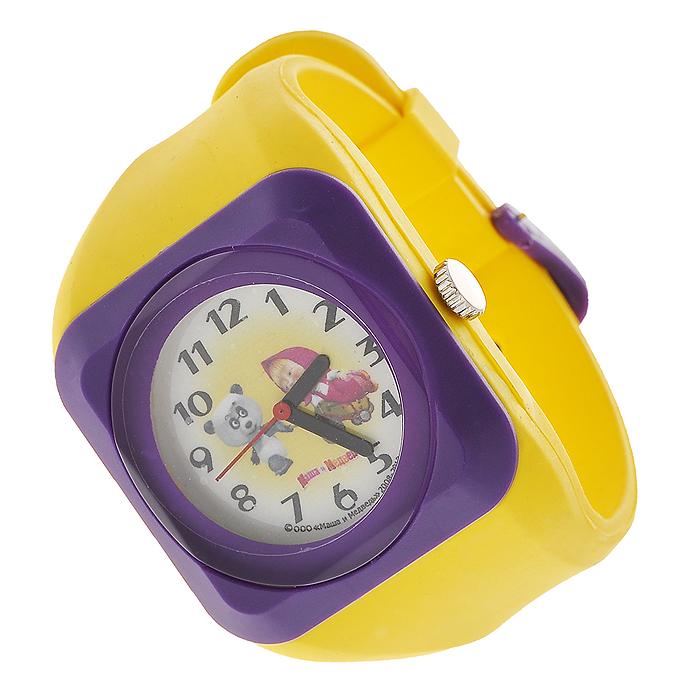 Часы наручные Маша и медведь, кварцевые, цвет: желтый, фиолетовыйBM8434-58AEНаручные часы  Маша и медведь  станут замечательным подарком для вашего ребенка. Круглый циферблат часов в квадратном пластиковом корпусе желтого и фиолетового цветов оформлен арабскими цифрами и изображением Маши и панды, героев популярного мультсериала Маша и медведь. Часы оснащены кварцевым механизмом. Удобный желтый ремешок из мягкого ПВХ не доставит дискомфорта от ношения часов. Характеристики: Диаметр циферблата: 3 см. Размер корпуса: 4,5 см х 4,5 см. Длина ремешка (с учетом корпуса): 24 см. Ширина ремешка: 2,5 см. Материал: ПВХ, металл, пластик. Размер упаковки: 5 см х 28,5 см х 2,5 см.