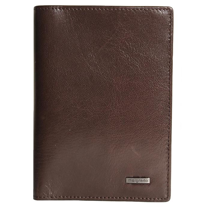 Обложка для паспорта Malgrado, цвет: коричневый. 54019-5402D54019-5402DСтильная обложка для паспорта Malgrado изготовлена из натуральной кожи коричневого цвета. Внутри содержит прозрачное пластиковое окно, съемный прозрачный вкладыш для полного комплекта автодокументов, пять отделений для кредитных и дисконтных карт. Обложка упакована в подарочную картонную коробку с логотипом фирмы. Такая обложка станет замечательным подарком человеку, ценящему качественные и практичные вещи. Характеристики:Материал: натуральная кожа, пластик. Размер обложки: 13,5 см х 9,5 см х 1,5 см. Цвет: коричневый.Размер упаковки:15,5 см х 11,5 см х 3,5 см. Артикул: 54019-5402D.