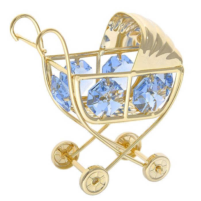 Фигурка декоративная Коляска, цвет: голубой, золотистый. 27848310850/1W GOLD IVORYДекоративная фигурка Коляска, выполненная из металла золотистого цвета, станет необычным аксессуаром для вашего интерьера и создаст незабываемую атмосферу. Фигурка выполнена в виде детской коляски и инкрустирована шестью голубыми кристаллами. Кристаллы, украшающие фигурку, носят громкое имяSwarovski. Ограненные, как бриллианты, кристаллы блистают сотнями тысяч различных оттенков.Эта очаровательная вещь послужит отличным подарком близкому человеку, родственнику или другу, а также подарит приятные мгновения и окунет вас в лучшие воспоминания.Фигурка упакована в подарочную коробку. Характеристики:Материал: металл, стекло. Размер фигурки: 6 см х 6,5 см х 3,5 см. Цвет: голубой, золотистый. Размер упаковки: 6 см х 4,5 см х 9 см. Артикул: 278483.