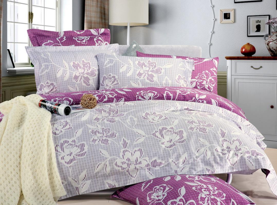 Комплект белья Tiffanys Secret Ажур (евро КПБ, сатин, наволочки 70х70)CLP446Комплект постельного белья Tiffanys Secret Ажур является экологически безопасным для всей семьи, так как выполнен из натурального хлопка. Комплект состоит из пододеяльника на молнии, простыни и двух наволочек. Предметы комплекта оформлены оригинальным рисунком.Благодаря такому комплекту постельного белья вы сможете создать атмосферу уюта и комфорта в вашей спальне.Сатин - это ткань, навсегда покорившая сердца человечества. Ценившие роскошь персы называли ее атлас, а искушенные в прекрасном французы - сатин. Секрет высококачественного сатина в безупречности всего технологического процесса. Эту благородную ткань делают только из отборной натуральной пряжи, которую получают из самого лучшего тонковолокнистого хлопка. Благодаря использованию самой тонкой хлопковой нити получается необычайно мягкое и нежное полотно. Сатиновое постельное белье превращает жаркие летние ночи в прохладные и освежающие, а холодные зимние - в теплые и согревающие. Сатин очень приятен на ощупь, постельное белье из него долговечно, выдерживает более 300 стирок, и лишь спустя долгое время материал начинает немного тускнеть. Оцените все достоинства постельного белья из сатина, выбирая самое лучшее для себя! Характеристики: Страна: Россия. Материал: сатин (100% хлопок). Размер упаковки: 25 см х 38 см х 7 см. В комплект входят: Пододеяльник - 1 шт. Размер: 200 см х 220 см. Простыня - 1 шт. Размер: 220 см х 240 см. Наволочка - 2 шт. Размер: 70 см х 70 см.