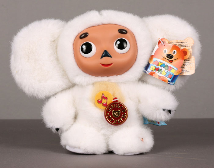 """Мягкая говорящая игрушка Чебурашка белого цвета станет вашему малышу хорошим другом и порадует его разными фразами и песенкой из любимого мультфильма. Мордочка Чебурашки выполнена из пластика. Мультфильмы - важная составляющая детства. Среди игрушек серии """"Мульти-пульти"""" ваш малыш сможет найти любимых героев из добрых мультфильмов, играя с которыми ребенок сможет развить смекалку, остроумие и фантазию. Игрушки серии """"Мульти-пульти"""" оснащены уникальными электронно-звуковыми устройствами, поэтому ваш малыш всегда сможет прослушать любимые фразы и песенки """"из уст"""" самих мультгероев."""