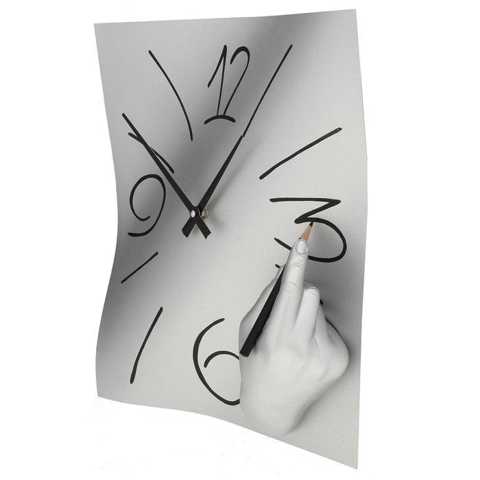 Часы настенные Ручная работа, цвет: хром. 560300074_ежевикаОригинальные настенные часы Ручная работа в стиле сюрреализм - интерьерный арт-объект, выполненный вручную итальянскими мастерами из полистоуна. Часы с объемной рукой, рисующей цифры на циферблате, - необычное дизайнерское решение и стильное украшение интерьера. Этот аксессуар не только оформит интерьер, но и послужит функционально. Оформите свой дом таким интерьерным шедевром или преподнесите его в качестве презента друзьям, и они оценят ваш оригинальный вкус и неординарность подарка. Характеристики:Материал: полистоун.Размер: 28 см x 38 см x 8 см.Артикул: 560.