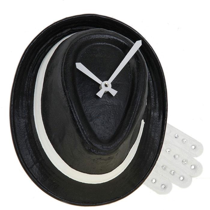Часы настенные Шляпа, цвет: черный. 652519300194_сиреневый/грушаОригинальные настенные часы Шляпа - интерьерный арт-объект, выполненный вручную итальянскими мастерами из экологически чистого материала - мраморной крошки. Часы оснащены немецким кварцевым механизмом.Висящая на стене классическая черная шляпа - необычное дизайнерское решение и стильное украшение интерьера. Этот аксессуар не только оформит интерьер, но и послужит функционально. Оформите совой дом таким интерьерным шедевром или преподнесите его в качестве презента друзьям, и они оценят ваш оригинальный вкус и неординарность подарка. Характеристики:Материал: мраморная крошка. Артикул: 652519.