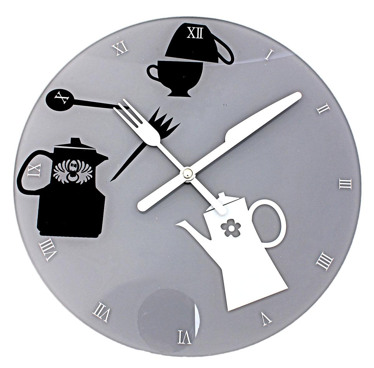 Часы настенные Sima-land, кварцевые. 670814300074_ежевикаНастенные кварцевые часы Sima-land - это прекрасный предмет декора, а также универсальный подарок практически по любому поводу. Корпус часов выполнен из прочного стекла. Циферблат оснащен двумя стрелками: часовой и минутной, выполненные в виде ножа и вилки. Стрелки не защищены стеклом. Римские цифры нанесены белой краской на серый фон циферблата. Так же с внутренней стороны циферблата нанесен рисунок в виде чайников и чашек. На задней стенке часов расположена пластиковое отверстие для подвешивания и блок с часовым механизмом. Часы с рамками прекрасно впишутся в любой интерьер. В зависимости оттого, что вы поместите в рамки, будет меняться и стиль часов. Характеристики:Материал: стекло, пластик, металл. Тип механизма:плавающий, бесшумный. Толщина корпуса часов:3 см. Диаметр циферблата:30 см. Размер упаковки:33 см х 32 см х 4 см. Рекомендуется докупить батарейку типа АА (не входит в комплект).