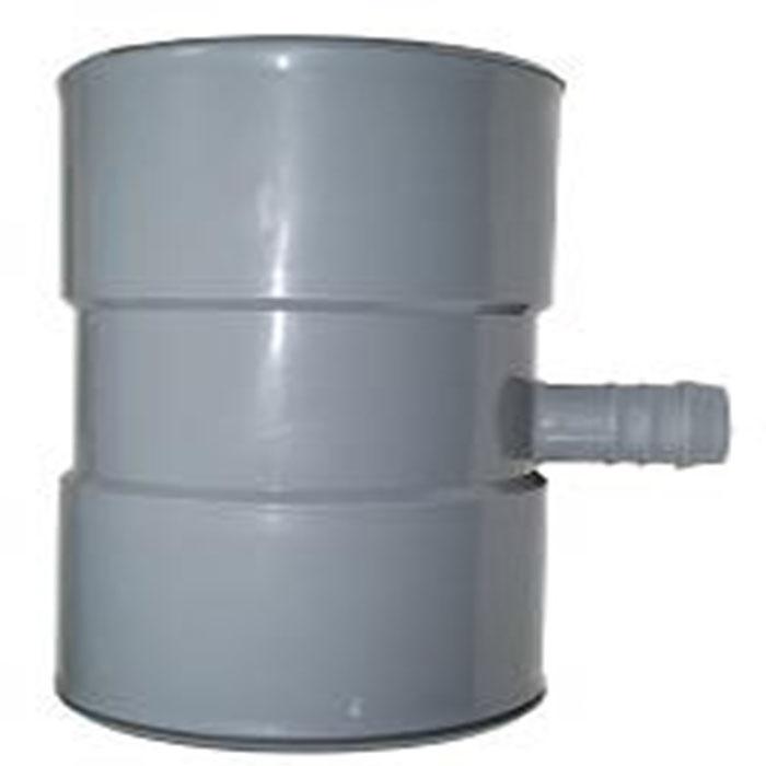 Звено в систему отвода воды для пополнения бочки106-026Звено в систему отвода воды для пополнения бочки выполнено из высококачественного пластика. Характеристики: Материал: пластик, трубка пвх. Размер: 10 см х 10 см х 18 см. Цвет: серый. Размер упаковки: 10 см х 24 см х 30 см.
