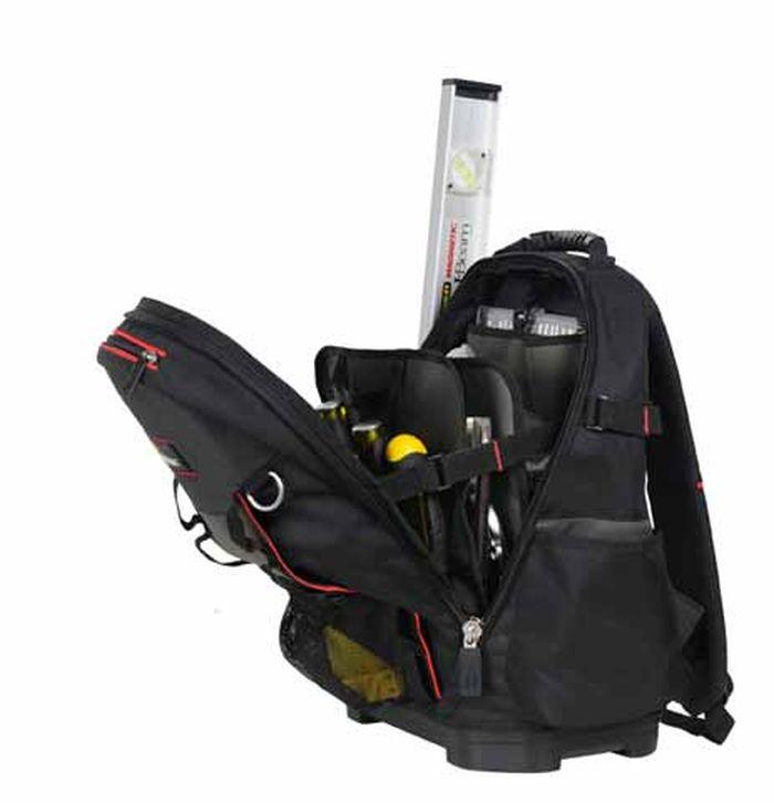 Рюкзак для инструмента Stanley FATMAX2706 (ПО)Рюкзак Stanley FATMAX служит для хранения и транспортировки различного инструмента. Изготовлен из высококачественного материала и отличается хорошими прочностными характеристиками. Имеет несколько отделений и 50 различных карманов, где удобно размещаются все необходимые инструменты и аксессуары. Рюкзак легко и удобно носить с помощью ручки или на плечах. Вместительный и функциональный рюкзак - это отличный помощник для профессионала или домашнего мастера, позволяет аккуратно и компактно расположить инструменты и личные вещи, чтобы всегда держать их под рукой и не тратить время на поиски нужного предмета. Застегивается на молнию с двумя замками для быстрого доступа с любой стороны. Жесткая форма и пластмассовое дно изделия позволяют удерживать вертикальное положение. Имеется отдельная секция для ноутбука. Характеристики:Материал: полиэстер. Размер рюкзака (ДхШхВ): 43,3 см х 46,5 см х 53,3 см. Размер упаковки: 53,3 см х 43,3 см х 46,5 см.