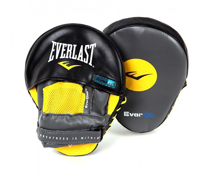 Лапы боксерские Everlast Evergel Mantis, изогнутые, цвет: серый, желтый, черныйTWR-5022Профессиональные боксерские лапы Everlast Evergel Mantis предназначены для занятий боксом и единоборствами. Лапы выполнены из мягкой натуральной кожи. Высококачественный пенный наполнитель тренерских лап превосходно держит удар и защищает кисти рук тренера при подготовке подопечного к бою. Форма наручного снаряда и удобное крепление, надежно поддерживающее запястье, позволяет выдержать удары спортсменов. Фиксатор в виде перчатки, надежно удерживает запястье, уберегая суставы рук от травм. Характеристики:Материал: кожа, текстиль, пена. Размер лапы: 18 см х 24 см х 13 см. Толщина наполнителя: 5 см. Изготовитель: Китай. Артикул: 410001GLU.