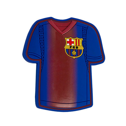 Сувенирный магнит FC Barcelona цвет гранатово-синий (190211)58047Сувенирный магнит в виде футболки в цветах и с логотипом футбольного клуба Barcelona.Материал: мягкий ПВХ, идентичный резине.Производство: Atributika & Club (Китай).
