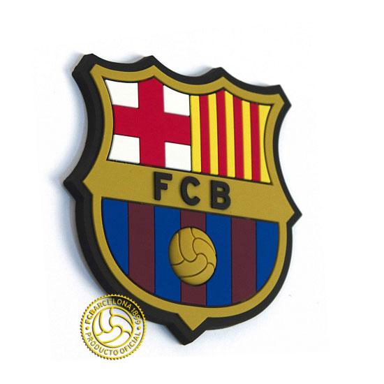 Магнит полимерный FC Barcelona158251Магнит выполнен в виде футболки с логотипом FC Barcelona послужит отличным подарком для болельщика данного футбольного клуба. С помощью магнита Вы можете закрыть мелкие дефекты на холодильнике, которые резко бросаются в глаза, оставить сообщения для членов семьи на записках. Также с помощью магнита Вы придадите индивидуальность своему кухонному интерьеру. Характеристики:Размер магнита: 8 см х 7,5 см х 0,5 см. Размер упаковки: 10,5 см х 9,5 см х 0,5 см. Артикул: 190206.