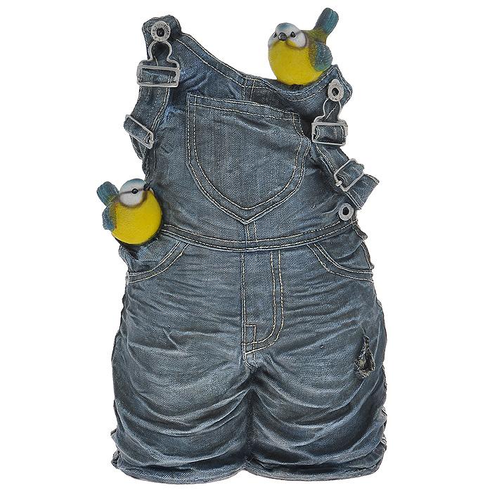 Кашпо Штанишки с синичкамиS03301004Кашпо для цветов, изготовленное из полистоуна, выполнено в виде джинсовых штанишек с синичками. Кашпо предназначено для установки внутрь цветочного горшка. Кашпо обладает долговечностью и износостойкостью. Это изделие не потеряет яркости красок и четкости форм даже после длительной эксплуатации. Кашпо часто становятся последним штрихом, который совершенно изменяет интерьер помещения или ландшафтный дизайн сада. Благодаря такому кашпо вы сможете украсить вашу комнату, офис, сад и другие места. Характеристики:Материал: полистоун. Внутренний размер отверстия для горшка: 14 см х 11 см. Общий размер фигуры (Д х Ш х В): 23 см х 18 см х 41 см. Размер упаковки: 45 см х 30 см х 23 см. Артикул: HA07021.