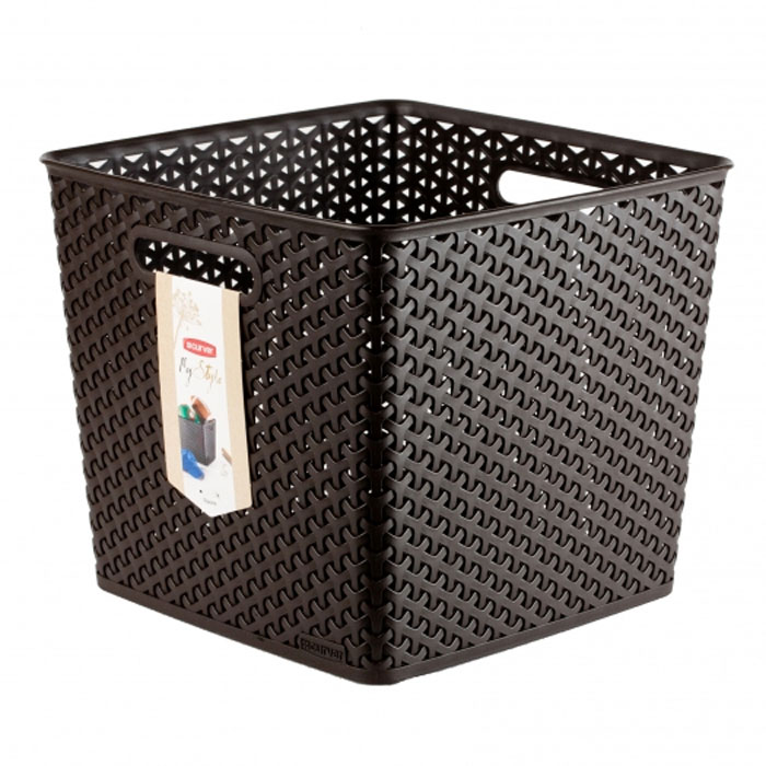 Корзинка My Style, цвет: темно-коричневый, 25 л54 009312Квадратная корзинка My Style, изготовленная из полимеров темно-коричневого цвета, предназначена для хранения мелочей в ванной, на кухне, на даче или в гараже. Позволяет хранить мелкие вещи, исключая возможность их потери. Легкая корзина имеет сплошное дно и плетеные стенки, на которых с двух сторон предусмотрены отверстия-ручки. Характеристики: Материал: полимер. Цвет: темно-коричневый. Объем: 25 л. Размер корзины (Д х Ш х В): 33 см х 33 см х 28 см. Артикул: 03613-210.