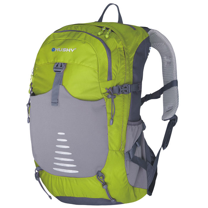 Рюкзак туристический Husky Skid 30, цвет: зелёныйУТ-000055333Рюкзак туристический Husky Skid 30 имеет систему вентиляции спины и утолщенные дышащие эргономичные плечевые лямки. Состоит рюкзак из большого отделения и боковыми карманами. Отделение закрывается на застежки-молнии. Также рюкзак имеет нагрудный и поясной ремни, держатель для гидратора, держатели для треккинговых палок и другой экипировки, накидку от дождя. Оснащен светоотражающими элементами. Характеристики:Размер рюкзака: 54 см х 30 см х 18 см. Объем рюкзака: 30 л. Материал: нейлон 250Т Ripstop Dobby W/P. Вес: 1090 г. Цвет: зеленый. Производитель: Чехия. Изготовитель: Китай. Артикул: УТ-000055333.