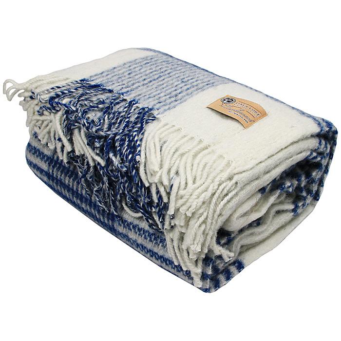Плед Rimini, 140 х 200 см 1-721-140_04391602Мягкий плед Rimini, выполненный из натуральной шерсти новозеландских ягнят, добавит комнате уюта и согреет в прохладные дни. Плед с выразительной строгой клеткой - отличный вариант для тех, кто предпочитает стильную классику. Удобный размер этого очаровательного пледа позволит использовать его и как одеяло, и как покрывало для кресла или софы. Такое теплое украшение может стать отличным подарком друзьям и близким! Под шерстяным пледом вам никогда не станет жарко или холодно, он помогает поддерживать постоянную температуру тела. Шерсть обладает прекрасной воздухопроницаемостью, она поглощает и нейтрализует вредные вещества и славится своими целебными свойствами. Плед из шерсти станет лучшим лекарством для людей, страдающих ревматизмом, радикулитом, головными и мышечными болями, сердечно-сосудистыми заболеваниями и нарушениями кровообращения. Шерсть не электризуется. Она прочна, износостойка, долговечна. Наконец, шерсть просто приятна на ощупь, ее мягкость и фактура вызывают потрясающие тактильные ощущения! Характеристики:Материал: 100% шерсть новозеландских ягнят. Размер пледа: 140 см х 200 см. Размер упаковки: 29,5 см х 39 см х 17 см. Артикул: 1-721-140_04. Шерстяной плед коллекции Linea Lore от фабрики Руно - истинное воплощение уюта, тепла и комфорта. Пледы Linea Lore изготавливаются на итальянском оборудовании по европейскому дизайну. Качественный, экологически чистый плед от фабрики Руно изготовлен из натурального сырья контролируемого происхождения и давно известен потребителю в самых разных регионах страны. Для производства пледов Linea Lore используется пух монгольского верблюда, пух ягненка мериноса и шерсть новозеландских ягнят.