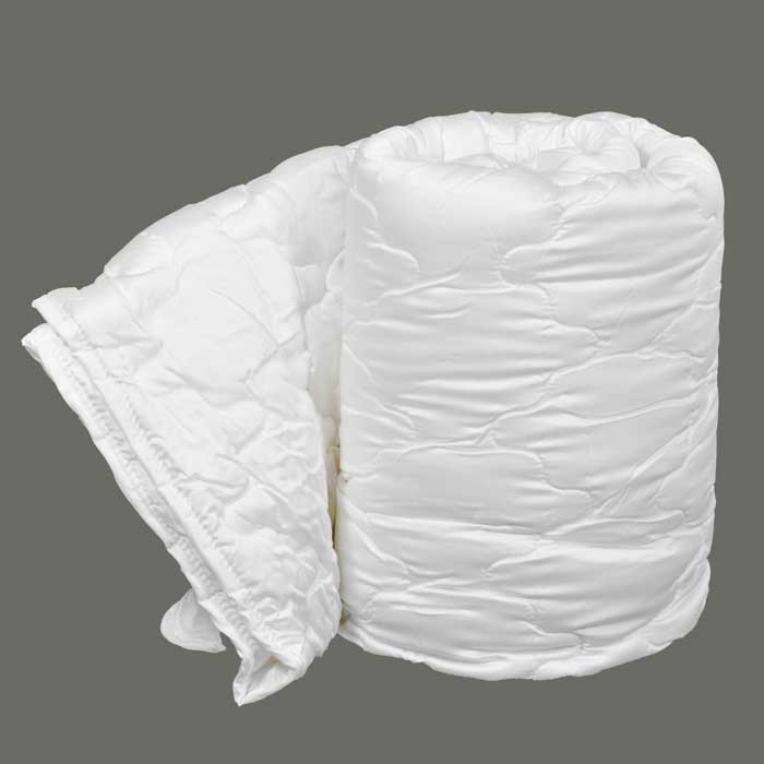 Одеяло Dargez Виктория легкое, наполнитель: Tencel, 200 х 220 см183377Одеяло Dargez Виктория представляет собой чехол из сатина Tencel с наполнителем из волокна Tencel и силиконизированного полиэфирного волокна Вайтелль. Оделяло Dargez Виктория создано специально для тех, кто ценит здоровый сон. Безупречно гладкая поверхность волокна в сочетании с его высокой гигроскопичностью делает его идеальным для людей с чувствительной кожей, не вызывая ее раздражение и поддерживая естественный баланс. Tencel - волокно нового поколения, созданное из древесины на основе последних достижений мембранных технологий и молекулярной инженерии. Благодаря своей уникальной нано-фибрилльной структуре Tencel обладает рядом положительным свойств натуральных и синтетических волокон: мягкостью, прочностью, повышенной терморегуляцией и гигроскопичностью. Вайтелль - новый синтетический наполнитель, обладающий за счет специальной обработки исключительной шелковистостью, повышенными упругими свойствами, а воздушный канал в продольном направлении волокон делает их более пышными и способствует повышенному воздухообмену.Одеяло вложено в текстильную сумку-чехол зеленого цвета на застежке-молнии, а специальная ручка делает чехол удобным для переноски. Характеристики:Материал чехла: сатин Tencel. Наполнитель: 50% Tencel, 50% силиконизированное полиэфирное волокно Вайтелль. Размер одеяла: 200 см х 220 см. Масса наполнителя: 0,97 кг. Размер упаковки: 60 см х 40 см х 18 см. Артикул: 26(34)326. Торговый Дом Даргез был образован в 1991 году на базе нескольких компаний, занимавшихся производством и продажей постельных принадлежностей и поставками за рубеж пухоперового сырья. Благодаря опыту, накопленным знаниям, стремлению к инновациям и развитию за 19 лет компания смогла стать крупнейшим производителем домашнего текстиля на территории Российской Федерации. В основу деятельности Торгового Дома Даргез положено стремление предоставить покупателю широкий выбор высококачественных постельных принадлежностей и тек