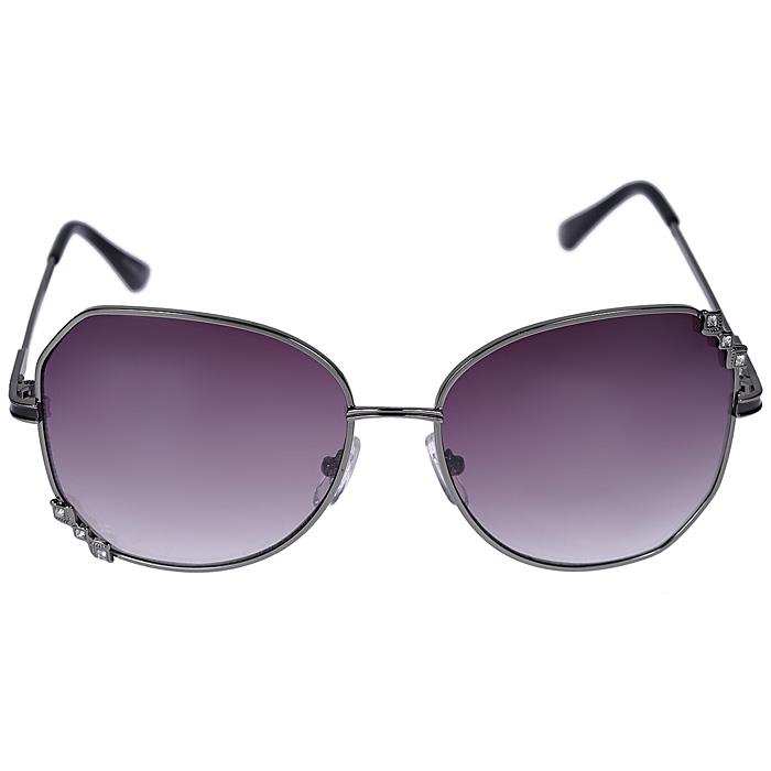 Солнцезащитные очки Bakkara. 80020501BM8434-58AEСолнцезащитные очки Bakkara, выполненные с линзами из высококачественного пластика PC с зеркальным эффектом fresh mirror, подчеркнут вашу индивидуальность и сделают ваш образ завершенным.Используемый пластик не искажает изображение, не подвержен нагреванию и вредному воздействию солнечных лучей. Линзы данных очков с высокоэффективным UV-фильтром обеспечивают полную защиту от ультрафиолетовых лучей. Металлическая оправа очков легкая, прилегающей формы и поэтому не создает никакого дискомфорта. К очкам прилагается специальная салфетка для протирания линз и чехол из текстиля с логотипом бренда. Характеристики:Материал: пластик, металл. Ширина оправы: 14 см. Высота оправы: 5,5 см. Длина дужки: 12 см. Степень защиты линз от солнечных лучей: UV 400. Размер чехла: 17,5 см х 9 см. Артикул: 80020501.