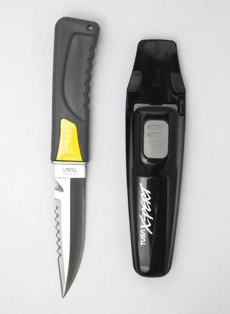 Нож Tusa X-pert, FK-860 BKY, цвет: черный, желтый, 22,5 смТU578Модель ножа для водолазов с остроконечным лезвием и левосторонней заточкой. Замок надежно крепит нож в ножнах, позволяя достать его одним движением руки. Легко регулируемые ремешки с пряжками для комфортного крепления к ноге. Нож можно разобрать для обслуживания и для промывки в пресной воде. В рукоятке имеется отверстие для крепления шнура. Общая длина: 22,5 см.Длина лезвия: 11 см. Размер ножен: 18,5 см х 4,5 см.