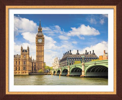 Постер в раме Темза, 40 x 50 см28x40 OZ098-504011Картина для интерьера (постер) - современное и актуальное направление в дизайне любых помещений. Постер Темза может использоваться для оформления множества интерьеров: дома, офиса (комната переговоров, холл, кабинет), бара, кафе, ресторана или гостиницы.Постер в раме является отличным подарком.Постеры, представленные компанией ПостерМаркет, собраны вручную из лучших импортных комплектующих, надежно упакованы в пленку с противоударными уголками. Характеристики:Материал:бумага, пластик, ДВП. Размер постера (без рамы):40 см x 50 см. Размер постера (с учетом рамы):46 см х 56 см. Производитель:Россия. Артикул:SG 19.