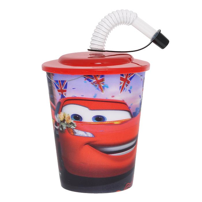 Пластиковый стакан Тачки: Лондон, с крышкой и соломинкой, цвет: красныйLS628C3-redЯркий пластиковый стакан Тачки: Лондонвыполнен из безопасного пищевого пластика и оформлен изображением героя популярного мультфильма Тачки 2 (Cars 2) - Молнии МакКуина. Рисунок находится под слоем прозрачного структурного пластика (линзы), создающего эффект объемного изображения, как в 3D кино, и исключает попадание краски в жидкость.Стакан плотно закрывается крышкой с отверстием в центре для соломинки. Гофрированная трубочка закрывается защитным колпачком, что исключает попадание пыли и грязи в содержимое стакана и предотвращает проливание жидкости. Порадуйте вашего ребенка таким замечательным подарком! Характеристики:Объем: 380 мл. Размер стакана: 9 см х 16 см x 9 см.