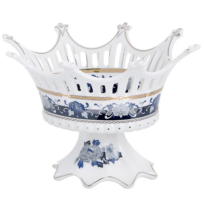 Конфетница Синий павлин, 20 х 16 см115510Изящная конфетница Синий павлин, изготовленная из высококачественного фарфора белого цвета, непременно понравится любителям классического стиля. Стенки конфетницы декорированы перфорацией, дно оформлено изображением синих павлинов.Конфетница Синий павлин оригинально украсит ваш стол и подчеркнет изысканный вкус хозяйки. Характеристики:Материал:фарфор. Размер конфетницы:20 см х 16 см х 13 см. Размер упаковки: 20 см х 16 см х 14 см. Артикул: 545-658.