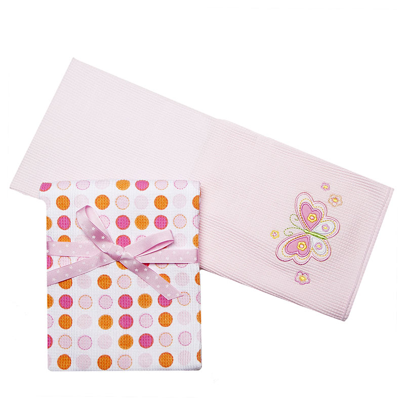 Комплект трикотажных пеленок Spasilk Бабочка, цвет: розовый, 76 см х 76 см, 2 шт8120Трикотажные пеленки Spasilk Бабочка подходят для пеленания ребенка с самого рождения. Они выполнены из термо-хлопка, натуральные волокна которого позволяют коже малыша дышать, а также имеют согревающий эффект. Такая ткань гипоаллергенна, обладает повышенными теплоизоляционными свойствами и не теряет формы после стирки. Пеленку также можно использовать как легкое одеяло, простынку, полотенце после купания, солнечный козырек, накидку для кормления грудью или как согревающий компресс при коликах. В комплект входят две пеленки: нежно-розового цвета с вышитой аппликацией в виде бабочки и белого цвета в горошек розового и оранжевого цветов.Характеристики: Материал: 100% хлопок. Размер пеленки: 76 см х 76 см. Изготовитель: Китай.