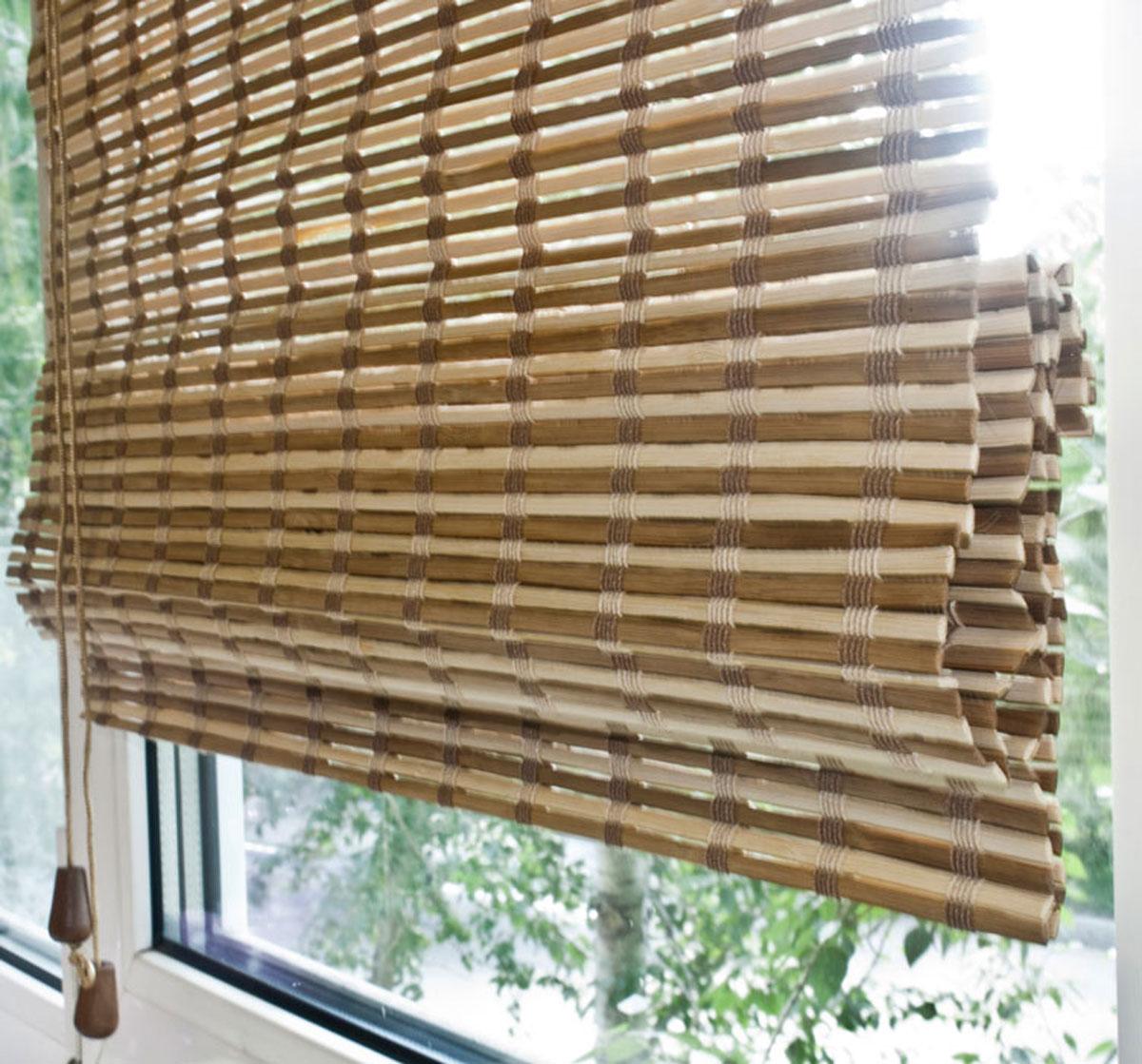 Римская штора Эскар, бамбуковая, цвет: коричневый, бежевый, ширина 90 см, высота 160 см40008048150Римская штора Эскар, выполненная из натурального бамбука, является оригинальным современным аксессуаром для создания необычного интерьера в восточном или минималистичном стиле. Римская бамбуковая штора, как и тканевая римская штора, при поднятии образует крупные складки, которые прекрасно декорируют окно. Особенность устройства полотна позволяет свободно пропускать дневной свет, что обеспечивает мягкое освещение комнаты. Римская штора из натурального влагоустойчивого материала легко вписывается в любой интерьер, хорошо сочетается с различной мебелью и элементами отделки. Использование бамбукового полотна придает помещению необычный вид и визуально расширяет пространство. Бамбуковые шторы требуют только сухого ухода: пылесосом, щеткой, веником или влажной (но не мокрой!) губкой. Комплект для монтажа прилагается.