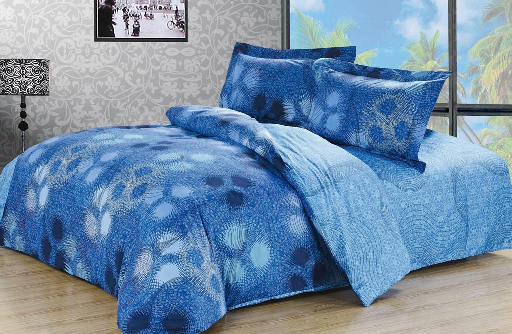 Постельное белье SL (евро КПБ, хлопок, наволочки 50х70). 09201K100Комплект постельного белья SL выполнен из натурального высококачественного хлопка голубого цвета и оформлен оригинальным абстрактным рисунком. Комплект состоит из пододеяльника, простыни и двух наволочек с ушками.Постельное белье SL подобно облаку сочетает в себе плотность цвета и безграничную нежность фактуры. Это белье обладает волшебной практичностью, а потому оказываться на седьмом небе станет вашим привычным занятием.Доверьте заботу о качестве вашего сна высококачественному натуральному материалу.Хлопок - ткань прочная, мягкая, обладает низкой сминаемостью, легко стирается и хорошо гладится. При соблюдении рекомендуемых условий стирки, сушки и глажения ткань имеет усадку по ГОСТу, сохраняется яркость текстильных рисунков.Комплект упакован в подарочную картонную коробку, украшенную сюжетами по мотивам картин эпохи Возрождения. Характеристики: Страна: Китай. Материал: 100% хлопок. Размер упаковки: 41 см х 31 см х 8 см. В комплект входят: Пододеяльник - 1 шт. Размер: 200 см х 220 см. Простыня - 1 шт. Размер: 230 см х 260 см. Наволочка - 2 шт. Размер: 50 см х 70 см. Soft Line - мягкая эстетика для вас и вашего дома! Основанная в 1997 году, компания Soft Line является путеводителем по мягкому миру текстиля, полному удивительных достопримечательностей!Высочайшее качество тканей в сочетании с эксклюзивным дизайном и изысканными отделками неизменно привлекают как требовательно покупателя, так и взысканного профессионала!Компания Soft Line предлагает широчайший ассортимент высококачественной продукции разных стилей и направлений. Это и постельное белье из тканей различных фактур и орнаментов, а также уютные пледы, покрывала, стильные пляжные наборы, очаровательные комплекты для маленьких эстетов, воздушные банные халаты для их родителей, текстиль для гостиниц и домов отдыха, удобные матрасы и практичные наматрасники, изысканные шторы и разнообразное столовое белье.