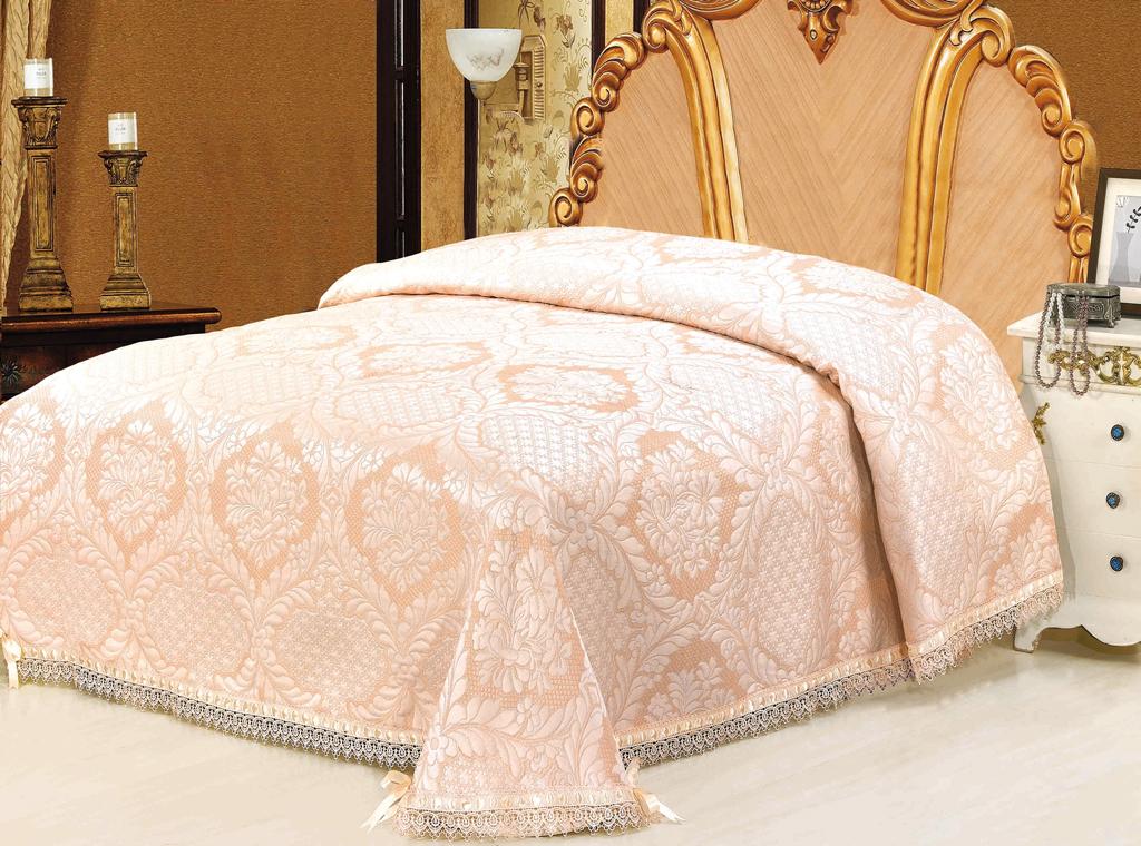 Покрывало гобеленовое SL, цвет: персиковый, 220 см х 240 см. 09355SC-FD421005Очаровательное покрывало SL нежного персикового оттенка выполнено из полиэстера и оформлено ажурной вышивкой. По краям изделие украшено кружевом и шелковой лентой в тон основному цвету, лента завязана на бантики. Покрывало придаст вашей спальне поистине королевскую роскошь и особый шарм. Покрывало - это такой подарок, который будет всегда актуален, особенно для ваших родных и близких, ведь вы дарите им частичку своего тепла! Характеристики:Материал: 100% полиэстер. Цвет: персиковый. Размер покрывала: 220 см х 240 см. Размер упаковки: 54 см х 36 см х 5 см. Артикул: 09355. Soft Line предлагает широкий ассортимент высококачественного домашнего текстиля разных направлений и стилей. Это и постельное белье из тканей различных фактур и орнаментов, а также мягкие теплые пледы, красивые покрывала, воздушные банные халаты, текстиль для гостиниц и домов отдыха, практичные наматрасники, изысканные шторы, полотенца и разнообразное столовое белье. Soft Line - это ваш путеводитель по мягкому миру текстиля, полному удивительных достопримечательностей. Постельное белье марки Soft Line подарит вам радость и комфорт!