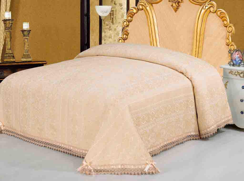 Покрывало гобеленовое SL, цвет: персиковый, 220 х 240 см 0936009360Очаровательное покрывало SL нежного персикового оттенка выполнено из полиэстера и оформлено ажурной вышивкой. По краям изделие украшено кружевом и шелковой лентой в тон основному цвету, лента завязана на бантики. Покрывало придаст вашей спальне поистине королевскую роскошь и особый шарм. Покрывало - это такой подарок, который будет всегда актуален, особенно для ваших родных и близких, ведь вы дарите им частичку своего тепла! Характеристики:Материал: 100% полиэстер. Цвет: персиковый. Размер покрывала: 220 см х 240 см. Размер упаковки: 54 см х 36 см х 4 см. Артикул: 09360. Soft Line предлагает широкий ассортимент высококачественного домашнего текстиля разных направлений и стилей. Это и постельное белье из тканей различных фактур и орнаментов, а также мягкие теплые пледы, красивые покрывала, воздушные банные халаты, текстиль для гостиниц и домов отдыха, практичные наматрасники, изысканные шторы, полотенца и разнообразное столовое белье. Soft Line - это ваш путеводитель по мягкому миру текстиля, полному удивительных достопримечательностей. Постельное белье марки Soft Line подарит вам радость и комфорт!