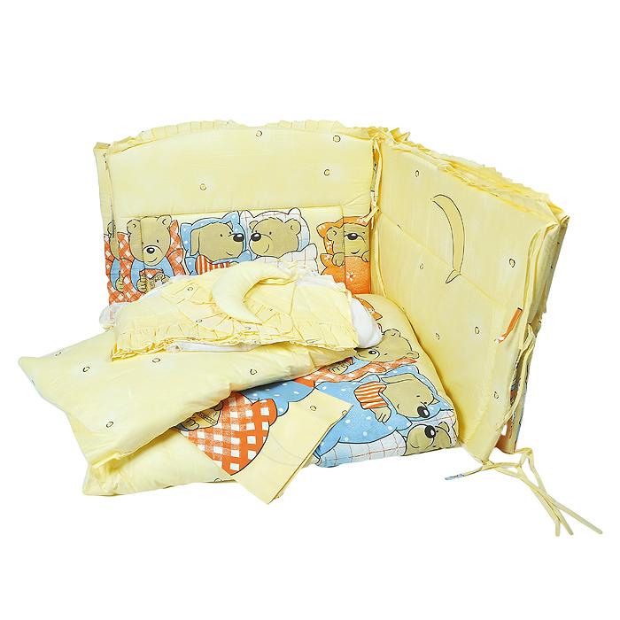 Комплект в кроватку Сонный Гномик Лежебоки, цвет: желтый, 7 предметов. 715/4531-105Комплект Сонный Гномик Лежебоки прекрасно подойдет для кроватки вашего малыша, добавит комнате уюта и согреет в прохладные дни.В качестве материала верха использована бязь (натуральный хлопок). Мягкая ткань не раздражает чувствительную и нежную кожу ребенка и хорошо вентилируется. Наполнитель одеяла и подушки изготовлен из файберпласта - легкого синтетического, абсолютно безопасного материала, благодаря которому они экологичны, гипоаллергенны, не деформируются и хорошо держат тепло.Бампер наполнен холлконом - экологически безопасным гипоаллергенным синтетическим материалом, обладающим высокими теплозащитными свойствами. Элементы комплекта оформлены изображениями симпатичных медвежат. Комплектация:- бампер с чехлами на молнии (360 см х 50 см),- балдахин с сеткой (450 см х 175 см),- подушка с клапаном (60 см х 40 см),- одеяло (140 см х 110 см),- пододеяльник (144 см х 108 см),- наволочка (60 см х 40 см),- простыня (140 см х 100 см).