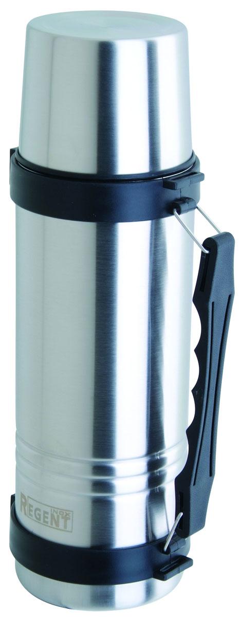 Термос Regent Inox, 1,2 л. 93-TE-T-1-1200560047Термос Regent Inox изготовлен из высококачественной пищевой нержавеющей стали с современной технологией теплоизоляции. Высокая надёжность и долговечность. Имеется глубокий вакуум и двойная металлическая колба, способствующая более длительному сохранению тепла. Термос удобен в использовании дома, на даче, в турпоходе и на рыбалке. Пригодится на работе, в офисе и командировке, экономит электроэнергию и время. Удобная ручка-ремень сделает переливание жидкостей более комфортным. Характеристики:Материал: пластик, нержавеющая сталь, резина. Объем: 1,2 л. Диаметр термоса: 10 см. Высота термоса (с учётом крышки): 32 см. Размер упаковки: 11 см х 11 см х 32,5 см. Артикул: 93-TE-T-1-1200.