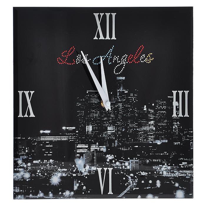 Часы настенные Los Angeles, со стразами300074_ежевикаНастенные кварцевые часы Los Angeles своим дизайном подчеркнут стильность и оригинальность интерьера вашего дома. Часы квадратной формы выполнены из стекла, оформлены изображением ночного Лос Анжелеса и декорированы стразами. Часы имеют две стрелки - часовую и минутную. На задней стенке часов расположена петелька для подвешивания и блок с часовым механизмом. Такие часы послужат отличным подарком для ценителя ярких и необычных вещей. Характеристики:Материал: стекло, металл. Размер часов:30 см х 30 см. Размер упаковки:32,5 см х 32 см х 4,5 см. Артикул: 138422. Рекомендуется докупить 1 батарейку типа АА (не входит в комплект).