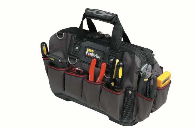 Сумка для инструментов Stanley FatMax, 182706 (ПО)Сумка для инструментов Stanley FatMax предназначена для хранения и транспортировки инструментов. Сумка имеет жесткое и водонепроницаемое пластмассовое дно. Места крепления ручек усилены для максимального срока службы. Эргономичная резиновая накладка на ручках и наплечный высокопрочный ремень для более комфортной переноски. Вместительная конструкция с простым доступом к содержимому. Удобные застежки-молнии. Прочная нейлоновая ткань 600 x 600 денье. В наиболее ответственных местах сумка усилена дополнительными элементами из кожзаменителя. Характеристики: Материал:ткань, пластик, кожзам. Размеры сумки: 49 см x 26 см x 25 см. Глубина сумки: 29 см. Размеры упаковки: 50 см x 21 см x 10 см.