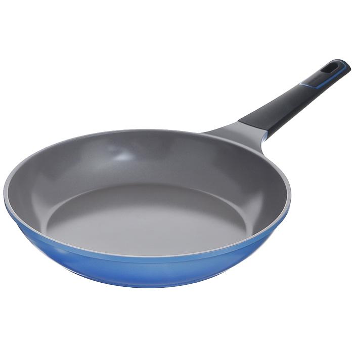 Сковорода Frybest Azure, цвет: голубой. Диаметр 32 см. AZ-32F43412Практичная и удобная сковорода Frybest Azure прекрасно подойдет приготовления различных блюд. Сковорода изготовлена из высококачественного литого алюминия с керамическим покрытием Ecolon как внутри, так и снаружи. Это покрытие является экологичным, так как состоит только из натуральных компонентов, таких как камень и песок. Благодаря этому в процессе приготовления пищи посуда не выделяет вредные вещества. Инновационное антипригарное покрытие позволяет готовить практически без масла и предохраняет продукты от пригорания. Слой анионов (отрицательно заряженных ионов) обладает антибактериальными свойствами. Они намного дольше сохраняют приготовленную пищу свежей. Также покрытие обладает непревзойденной прочностью и устойчивостью к царапинам, поэтому во время готовки можно использовать металлические аксессуары. Благодаря такому покрытию сковороду легко мыть после использования. Сковорода имеет специальное утолщенное дно для идеальной теплопроводимости. Она очень быстро разогревается, экономя электроэнергию и время приготовления. Сковорода оснащена силиконовой ручкой, которая остается холодной при нагревании. Сковорода Frybest Azure подходит для использования на всех типах плит, кроме индукционных. Также изделие можно мыть в посудомоечной машине.Сковорода Frybest Azure это:Изысканное керамическое покрытие в два тона - внешнее покрытие голубого цвета, внутреннее - коричневого цвета.Эксклюзивный дизайн изделия. Характеристики:Материал: алюминий, керамическое покрытие, силикон. Объем:3,5 л. Внутренний диаметр:32 см. Наружный диаметр дна: 24 см.Внешний диаметр:33 см.Высота стенок:5,5 см. Толщина дна:0,45 см. Длина ручки:20 см. Размер упаковки:33 см х 33 см х 6 см. Производитель:Корея. Артикул:AZ-32F. С новой линией посуды Azure по вашей кухне разольется чистая лазурь. Удивительно нежный оттенок внешнего покрытия в сочетании с необычным цветом теплого какао внутри дарит ощущение уюта и комфорта.