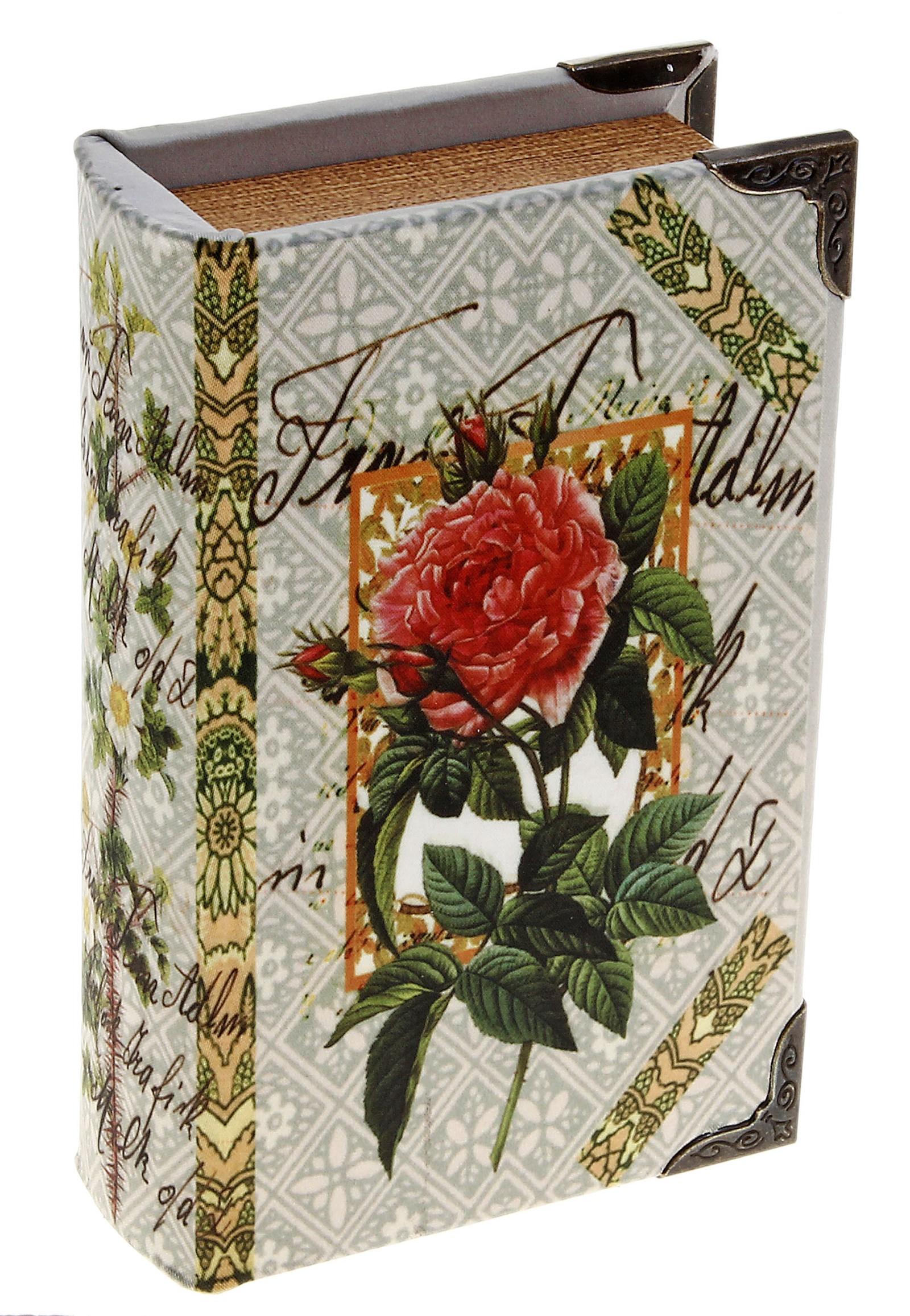 Шкатулка Садовая роза. 521796FS-80299Шкатулка Садовая роза, выполненная в виде книги, не оставит равнодушной ни одну любительницу изысканных вещей. Шкатулка изготовлена из дерева и обтянута шелком с изображением розы. Внутренняя поверхность шкатулки отделана искусственной кожей. Углы шкатулки декорированы металлическими уголками.Сочетание оригинального дизайна и функциональности сделает такую шкатулку практичным и стильным подарком, а также предметом гордости ее обладательницы. Характеристики:Материал:дерево, кожзаменитель, шелк, металл. Размер шкатулки:11 см х 17 см х 5 см. Внутренный размер шкатулки: 7,5 см х 13,5 см х 4 см. Размер упаковки:12 см х 18 см х 6 см. Артикул:521796.