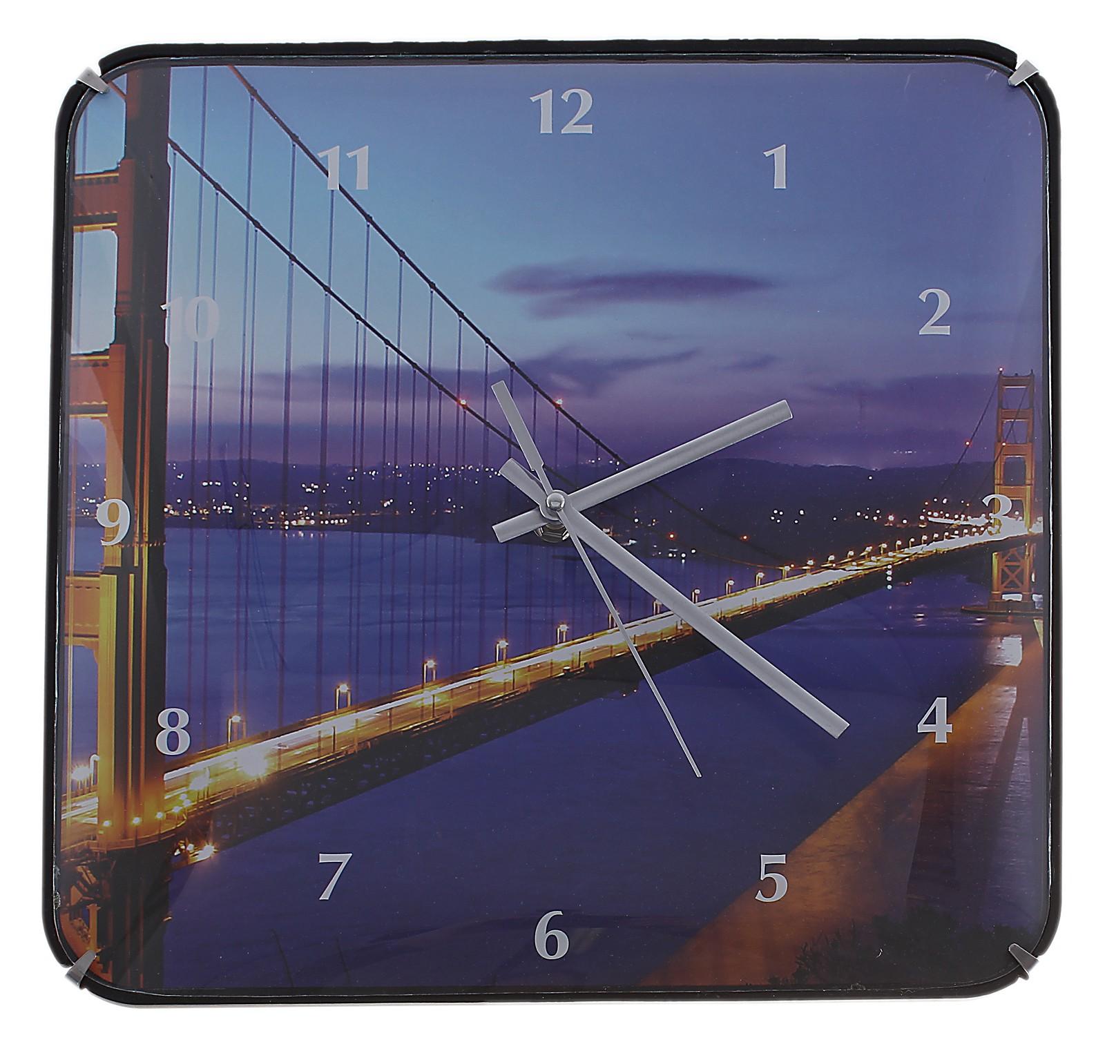Часы настенные Ночной мост, цвет: темно-синий. 589196300074_ежевикаОригинальные настенные часы Ночной мост квадратной формы выполнены из пластика и оформлены изображением моста. Часы имеют три стрелки - часовую, минутную и секундную. Циферблат часов защищен пластиком. Необычное дизайнерское решение и качество исполнения придутся по вкусу каждому. Оформите совой дом таким интерьерным аксессуаром или преподнесите его в качестве презента друзьям, и они оценят ваш оригинальный вкус и неординарность подарка. Характеристики:Материал: пластик, металл. Размер: 3 см x 30 см x 30 см. Размер упаковки: 31 см х 31,5 см х 4,5 см. Артикул:589196. Работают от батарейки типа АА (в комплект не входит).