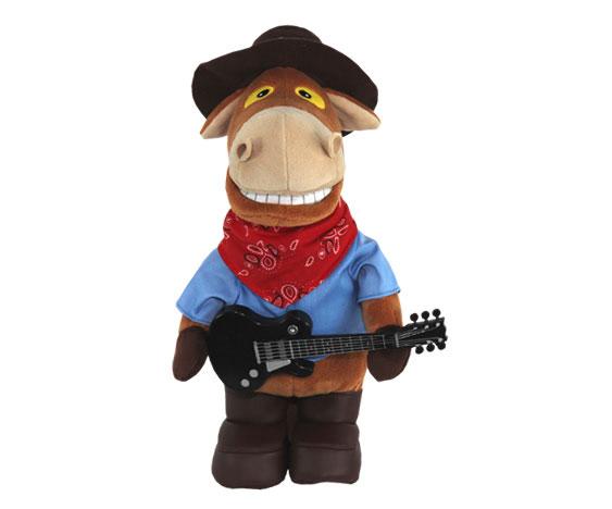 """""""Конь Ковбой Гитарист"""" - анимированная игрушка, выполненная в виде забавного коня, вызовет улыбку у каждого, кто ее увидит. Конь одет в синюю курточку, на ногах - коричневые сапожки, на голове - коричневая шляпа, в лапках он держит гитару. Нажмите кнопку на его спине, и он порадует вас веселой песенкой """"Я твой ковбой"""", исполненной популярной группой """"Ленинград"""". Во время исполнения конь двигается в такт музыке и синхронно со словами песни открывает рот. Эта очаровательная игрушка станет отличным подарком для человека, ценящего чувство юмора и оригинальность."""