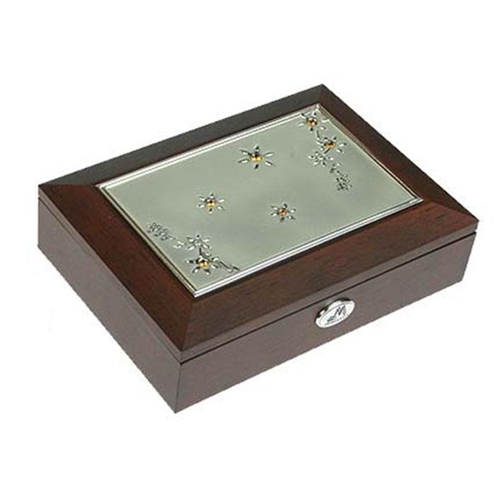 Шкатулка ювелирная Moretto, цвет: коричневый, 18 см х 13 см х 5 смMB8047Ювелирная шкатулка Moretto, выполненная из МДФ и алюминия, украсит интерьер любого помещения и позволит компактно и удобно хранить ювелирные изделия и бижутерию.Внутри шкатулки предусмотрены два отделения, разделенные валиком для хранения колец; на крышке расположено зеркало.Внутренняя поверхность шкатулки оформлена бархатистым текстилем, выполненным под замшу, что придает шкатулке шарм и изысканность. Нижняя часть шкатулки с внешней стороны также обтянута бархатистым текстилем, что предотвращает истирание поверхности стола.Классический дизайн и функциональность делают шкатулку Moretto практичным и стильным подарком для любой женщины. Характеристики:Материал: МДФ, металл (алюминий), стекло, текстиль, ПМ. Размер шкатулки: 18 см х 13 см х 5 см. Размер отделения шкатулки (Д х Ш х Г): 5 см х 10,5 см х 3 см. Размер зеркала: 12 см х 7 см. Размер упаковки: 19 см х 14 см х 6 см. Артикул: 39695.