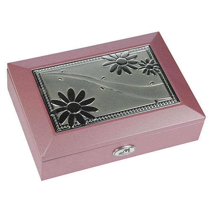 Шкатулка ювелирная Moretto, цвет: розовый, 18 х 13 х 5 см 3991844645Ювелирная шкатулка Moretto, выполненная из МДФ и алюминия, украсит интерьер любого помещения и позволит компактно и удобно хранить ювелирные изделия и бижутерию.Внутри шкатулки предусмотрены два отделения, разделенные валиком для хранения колец; на крышке расположено зеркало.Внутренняя поверхность шкатулки оформлена бархатистым текстилем, выполненным под замшу, что придает шкатулке шарм и изысканность. Нижняя часть шкатулки с внешней стороны также обтянута бархатистым текстилем, что предотвращает истирание поверхности стола.Классический дизайн и функциональность делают шкатулку Moretto практичным и стильным подарком для любой женщины. Характеристики:Материал: МДФ, металл (алюминий), стекло, текстиль, ПМ. Размер шкатулки: 18 см х 13 см х 5 см. Размер отделения шкатулки (Д х Ш х Г): 5 см х 10,5 см х 3 см. Размер зеркала: 12 см х 7 см. Размер упаковки: 19 см х 14 см х 6 см. Артикул: 39918.