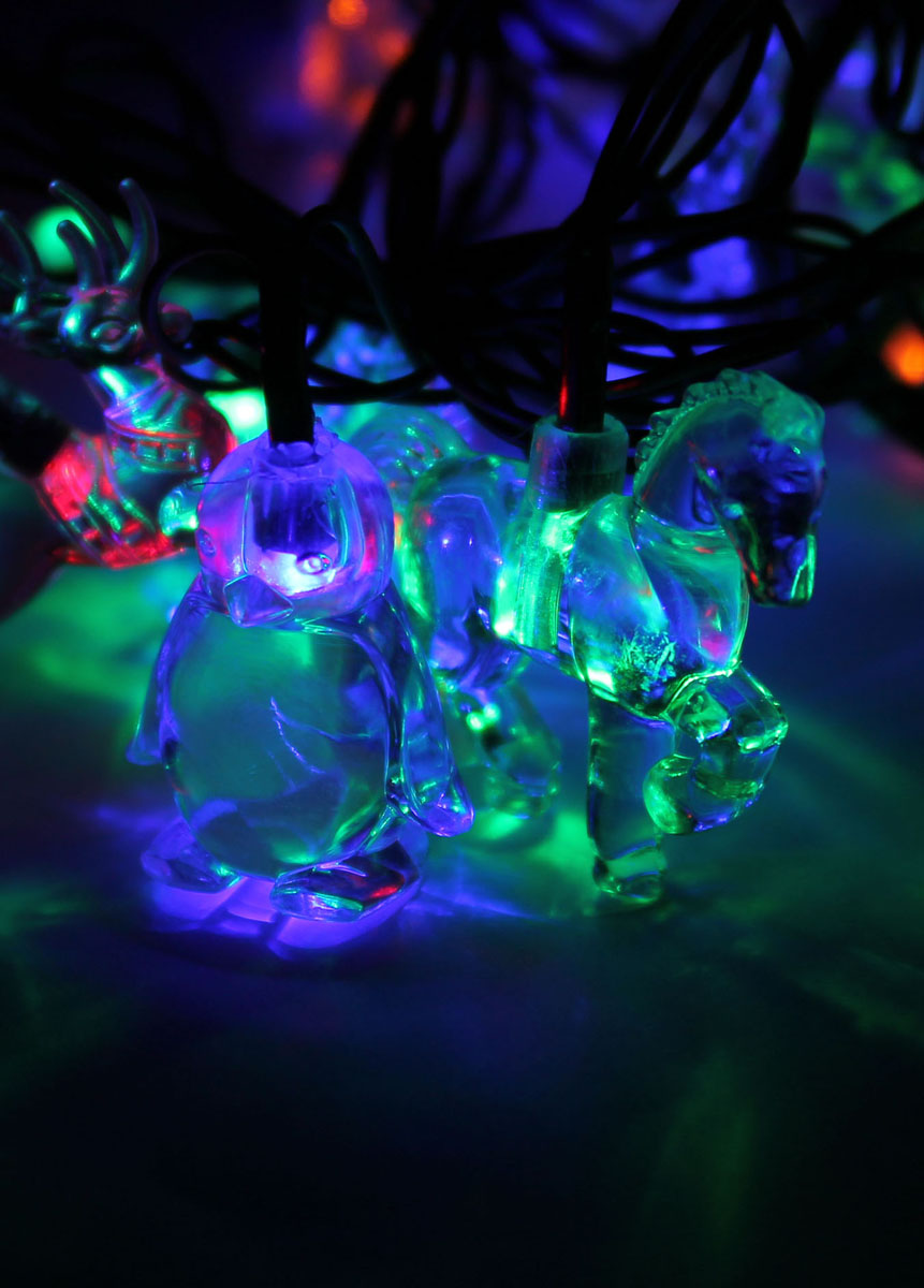 Светодиодная гирлянда Космос Животные, 30 светодиодов, 4,4 м55038Декоративная гирлянда с прозрачными насадками в виде животных отлично подойдет для украшения елки. Имеет 8 режимов мигания. Характеристики:Материал:пластик. Цвет:мульти. Размер лошади: 5,5 см х 4,5 см. Размер оленя: 5,5 см х 4 см. Размер пингвина: 4 см х 3,5 см. Количество светодиодов: 30 шт. Питание: от сети 230 В. Размер упаковки: 18 см х 8 см х 10 см.