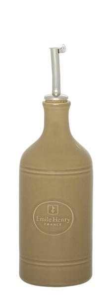 Бутылка для масла и уксуса Emile Henry Natural Chic, цвет: мускат, 450 мл21395599Бутылка для масла или уксуса Emile Henry Natural Chic, выполненная из керамики и металла, позволит украсить любую кухню, внеся разнообразие как в строгий классический стиль, так и в современный кухонный интерьер. Пробковая крышка с носиком снабжена клапаном антикапля, не допускающим пролива. Стенки бутылки светонепроницаемые, поэтому ее можно хранить в открытом шкафу, не волнуясь, что ваше лучшее оливковое масло потеряет вкус и аромат.Оригинальная бутылка будет отлично смотреться на вашей кухне.Высота бутылки (с учетом носика): 23,5 см. Диаметр основания: 7 см.