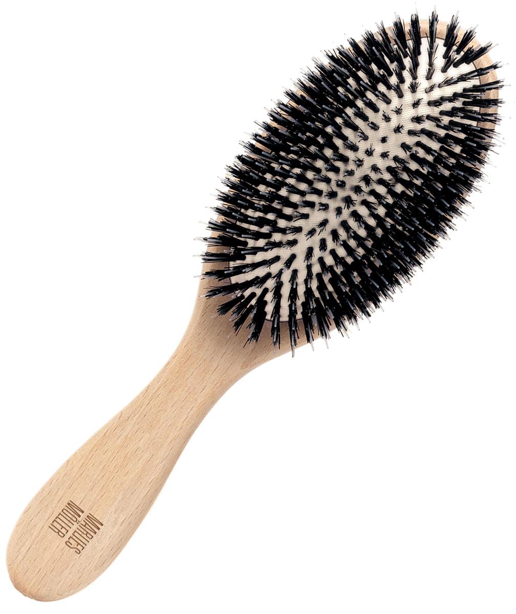 Marlies Moller Щетка для волос, очищающая, большаяCAB 513Идеально удаляет загрязнения, пыль или остатки укладочных средств. Все щетинки разной толщины и длины, они отлично вычесывают загрязнения. Обязательно используйте щетку перед мытьем волос, она позволяет уменьшить расход шампуня в 2 - 2, 5 раза. Эта щетка называется - профессиональное сияние. Действительно, она мгновенно придает волосам блеск, так как хорошо приглаживает чешуйки волос. Поэтому используйте щетку не только перед мытьем, но и ежедневно утром и вечером.Очищающую щетку используйте утром и вечером, от кончиков по всей длине волос