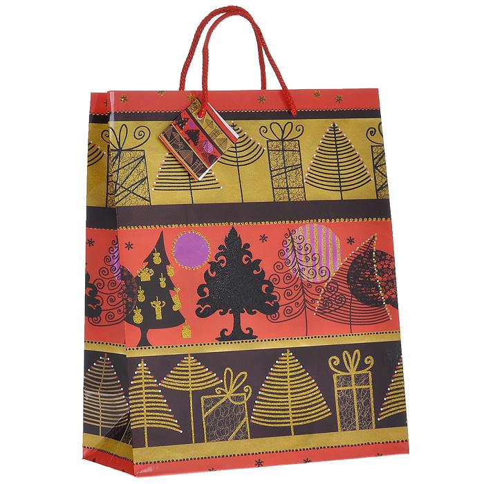 Пакет подарочный Елочки, 26 см х 32 см х 13 см. 1773609840-20.000.00Бумажный подарочный пакет с глянцевой ламинацией станет незаменимым дополнением к выбранному подарку. Пакет оформлен изображением елочек и декорирован глиттером желтого и черного цветов.Для удобной переноски на пакете имеются две текстильные ручки, украшенные люрексом.Подарок, преподнесенный в оригинальной упаковке, всегда будет самым эффектным и запоминающимся. Окружите близких людей вниманием и заботой, вручив презент в нарядном, праздничном оформлении. Характеристики:Материал: бумага, текстиль. Размер пакета: 26 см x 32 см x 13 см. Артикул: 17736.